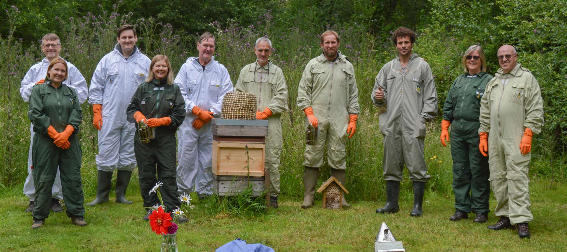 Simon Noble organizes beekeeping experience days