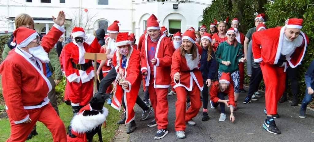 Southlands principal Andrew Simmons starts the Santa dash for Oakhaven Hospice