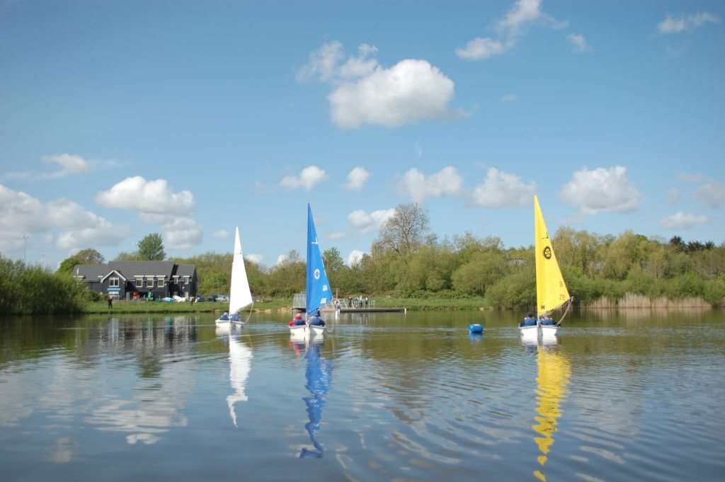 Tranquil sailing on Testwood Lakes, Totton
